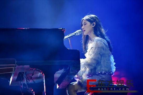 《小星球》完成舞台首秀 陈意涵Estelle自弹自唱美好惊艳