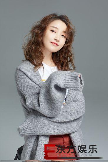 姜贞羽《你好,对方辩友》热播 新写真俏皮活泼尽显少女活力