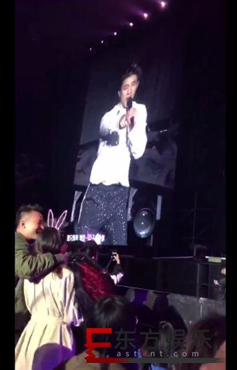 王力宏帮粉丝求婚 客串见证人并唱歌祝福!