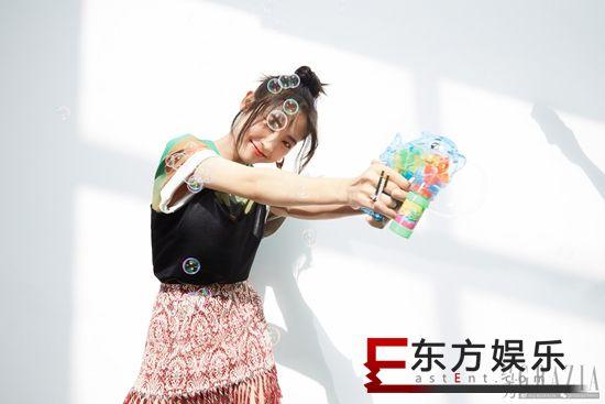 邢菲《红秀》杂志大片曝光 野生少女上线展高级时髦感