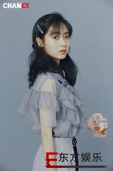 邢菲写真大片凸显时尚质感 盐甜美帅兼备化身双生花