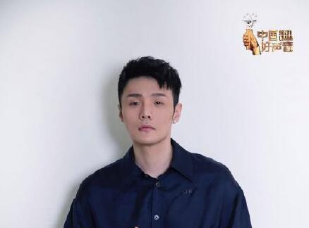 李荣浩加盟好声音 网友喊话要睁开眼睛拍桌子!