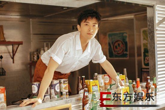 牛骏峰时尚大片来袭 夏日清爽少年上演白衬衫诱惑
