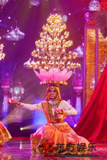 """《巅峰之夜》印度选手一言不合就跳舞? 邬君梅展现真正实力挑战""""千斤顶"""""""
