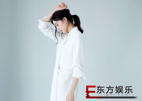 张钧甯展现温柔下的坚毅 白衬衫演绎简约质感