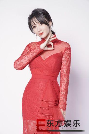 柳岩《跨界喜剧王》曝光单人海报 性感透视红裙s型身材迷人