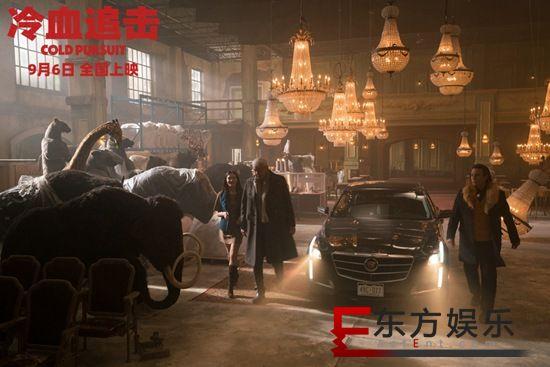 电影《冷血追击》成消暑神器top1  冰天雪地上演娱乐复仇