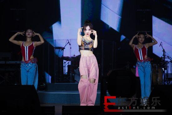 冯提莫首场演唱会好评如潮 音乐总监赵兆等顶级团队护航