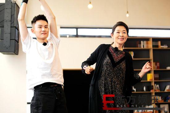 《花样新世界》倪萍范明即兴表演爆笑小品 张晨光黄子弘凡跳舞大比拼