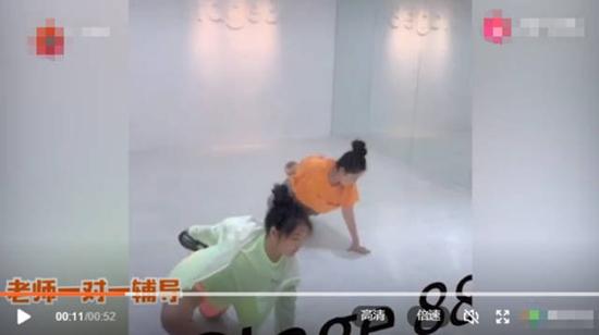 李湘女儿学舞视频 王诗龄动作认真有模有样