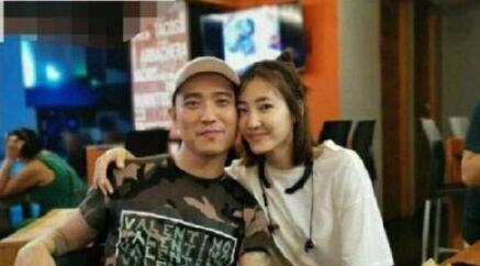 网曝王丽坤林更新分手 与神秘男子搂腰贴面堵嘴卖萌