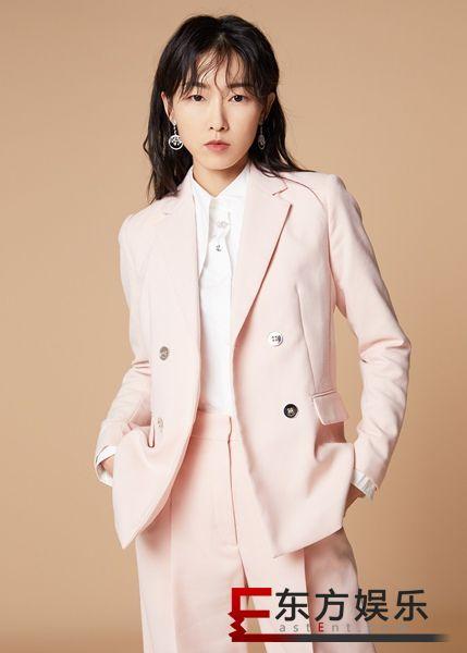 刘洛汐全新写真大片曝光 粉色西装可攻可萌气场全开