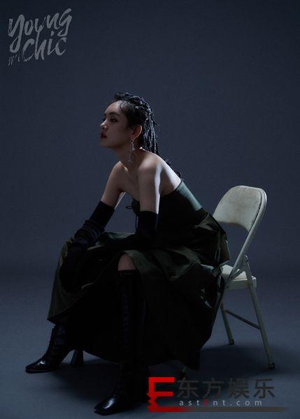 演员李晓峰时尚大片上线 钥匙扣耳环彰显个性风格