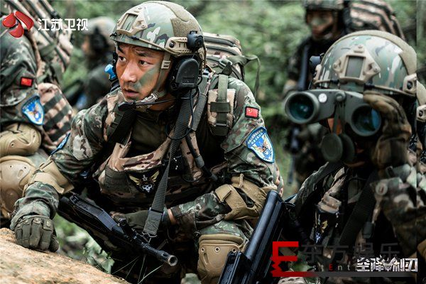 《空降利刃》贾乃亮邢佳栋正面PK,军营基础训练科目齐亮相