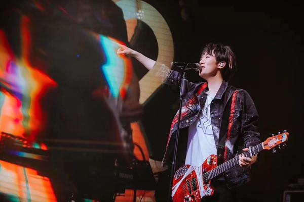 宋秉洋凸马勒• 十万笨鸟巡演携乐队全新开唱 三天两场人气爆棚