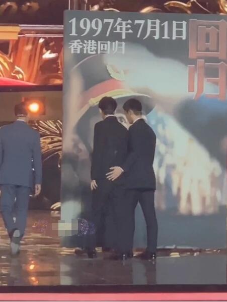 杜江搂朱一龙的动作亮了 网友:搂霍思燕的腰搂习惯了