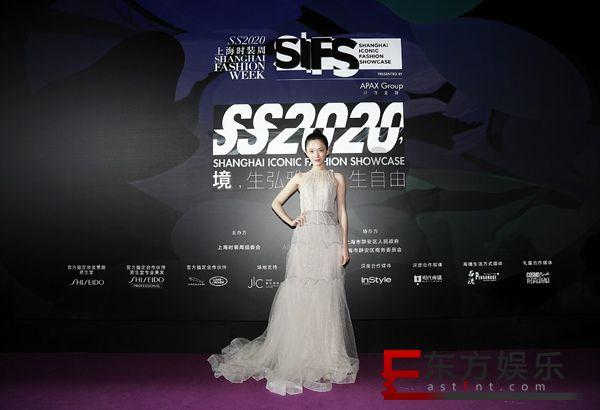方楚彤亮相上海时装周 受多家品牌认可风格多变