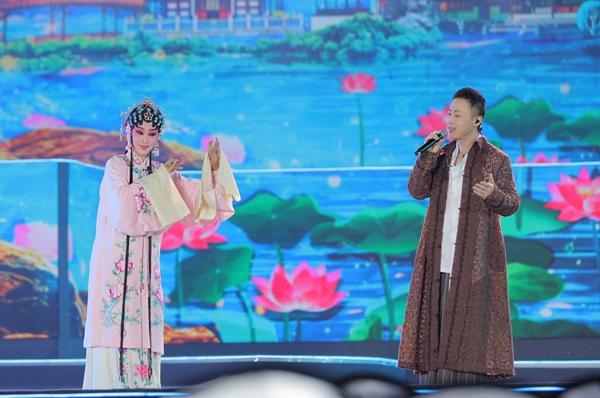 戴荃受邀汤显祖戏剧节暨国际交流月 戏腔艺惊四座唱响中国风