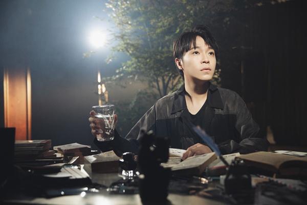 吴青峰《失忆镇》MV今日全亚洲同步首播  首次合作金曲导演黄中平大获赞赏