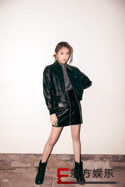李凯馨黑色机车夹克造型亮眼 甜酷穿搭时尚力MAX