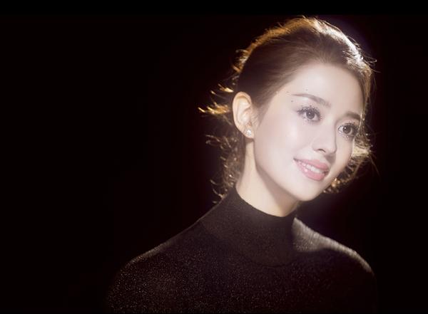 钢琴演奏家暨原创歌手吉娜·爱丽丝加盟环球音乐   首支单曲即将发行崭露新锐唱作锋芒