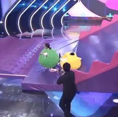 许魏洲一脚把郑爽踢成第一 网友:主脚的光环!