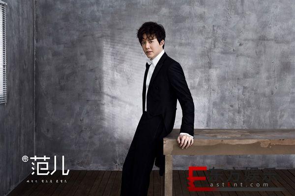 钢琴王子李云迪时尚写真释出 经典黑白搭配彰显儒雅格调
