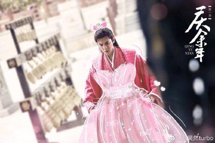 刘昊然给张若昀P公主裙 为宣传《庆余年》也太拼了吧!