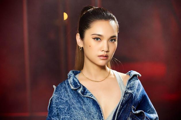 杨丞琳转型嘻哈琳 高马尾混血妆容十分nice