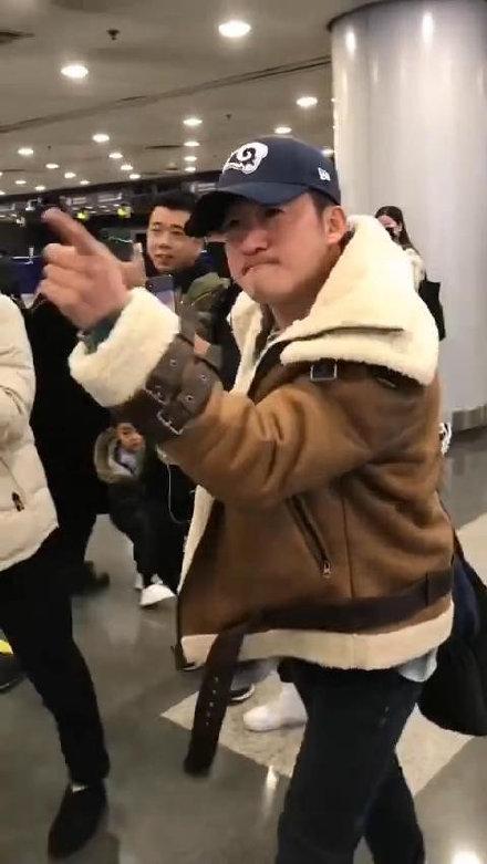 吴京斥机场跟拍者 霸气直言真刚!