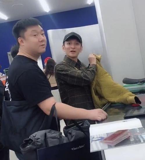 李维嘉怼偷拍网友 网友吐槽其太凶比不上何炅!
