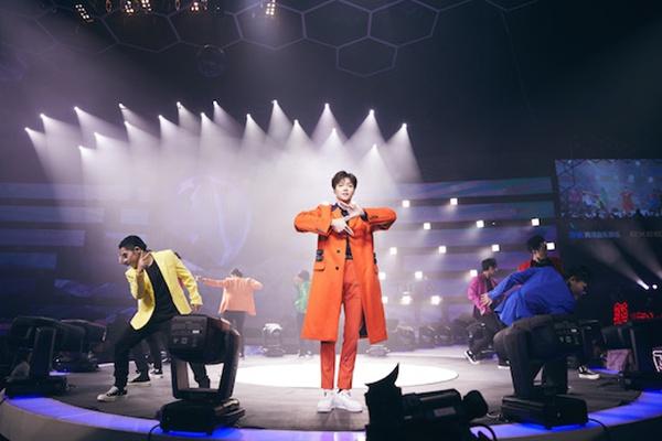 陈立农获颁最受欢迎港台男歌手 全能艺人开启全新时代