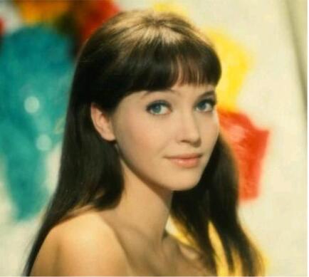 法国演员安娜卡里娜去世 曾是导演戈达尔电影缪斯!