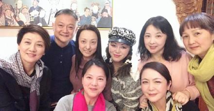 87红楼梦演员重聚 欧阳奋强邓婕等同框却少了林妹妹!