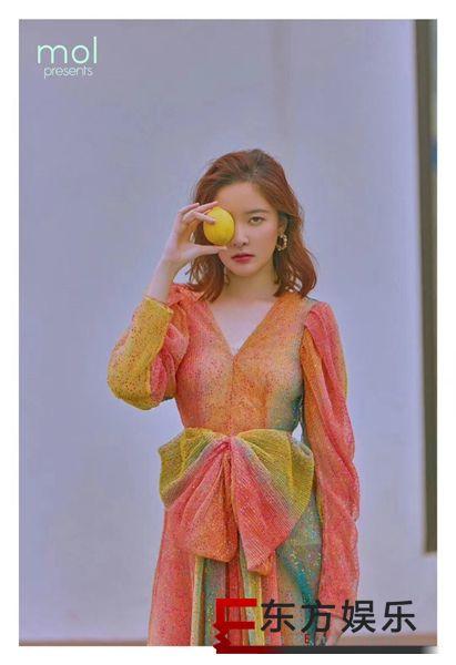 崔心心时尚写真释出 棕色波点裙诠释复古轻时尚