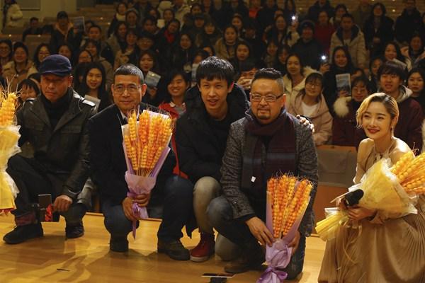 """《麦子的盖头》走进中国人民大学 """"贵州风味""""现实题材影片获学子称赞"""
