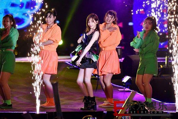 王心凌high翻台中跨年、杨丞琳睽违2年重回跨年舞台、吴青峰跨年夜演唱超私心曲目