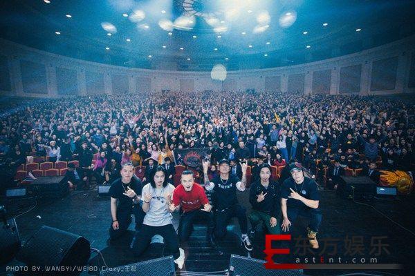 面孔乐队三十年专场演唱会燃爆现场  谭维维等众好友齐助阵