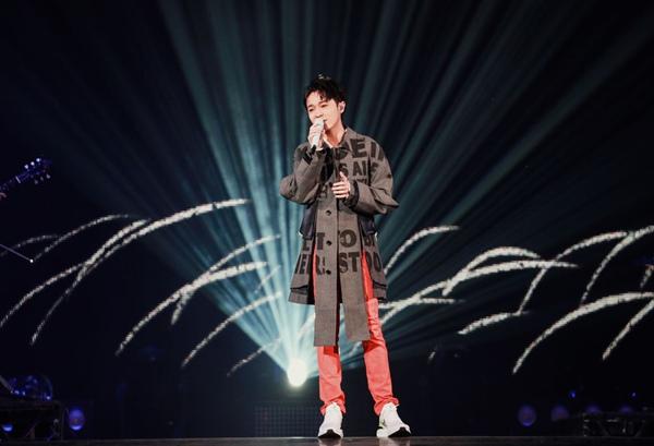 """吴青峰太空系列第三部曲《太空船》MV上线,担任第15届KKBOX风云榜""""风云大使"""""""