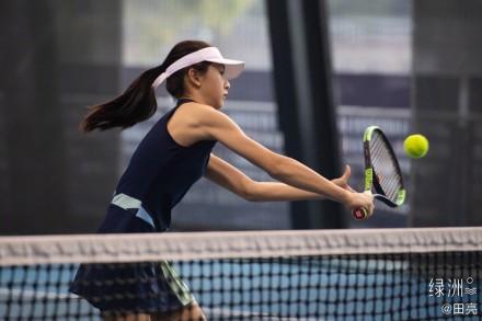 田亮晒森碟打网球照 森蝶手臂线条吸睛