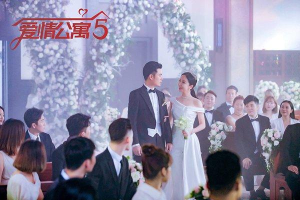 娄艺潇对胡一菲说再见,《爱情公寓5》结局甜虐交织