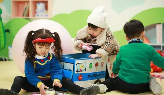 """凌潇肃唐一菲夫妇带娃分歧大,幼儿园""""被惩罚""""苦出表情包"""