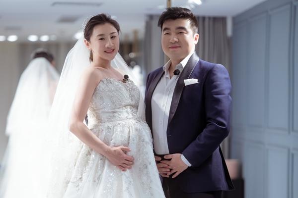 《婚前21天》何雯娜孕肚婚纱照首曝光 李嘉铭与经纪人探讨结婚问题