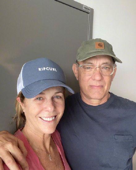 隔离中的汤姆汉克斯夫妇 面带笑容状态良好!