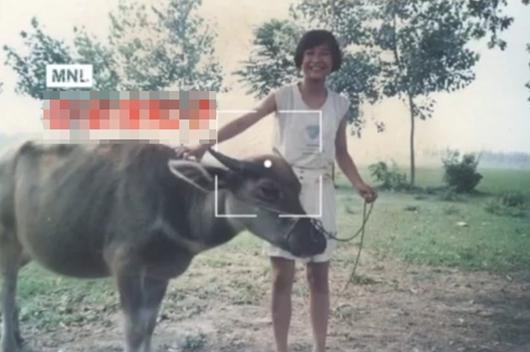 贾玲年少时放牛照曝光 笑容满面身材苗条!