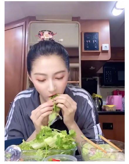 关晓彤同款生菜卷香菜 关晓彤在线吃播分享瘦身秘诀!