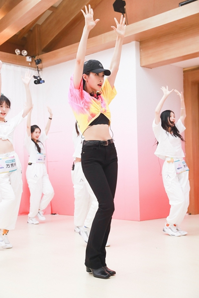 宋茜创3女团舞教学开课 化身严格教练温柔暖心指导
