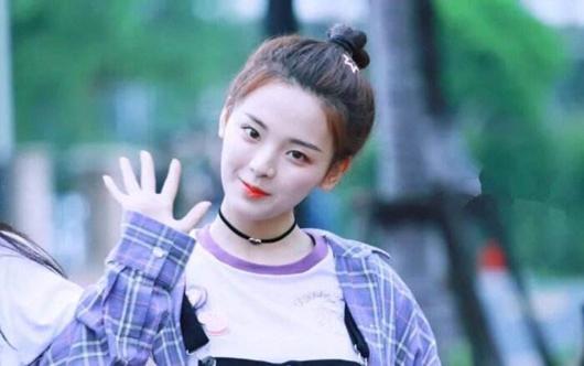 杨超越改微博认证 火箭少女101正式解散