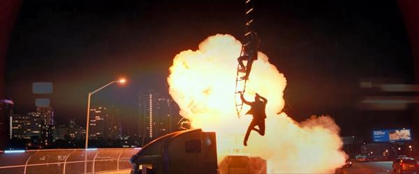《绝地战警:疾速追击》无人机变大杀器 史皇遭暴力摩托车队追杀