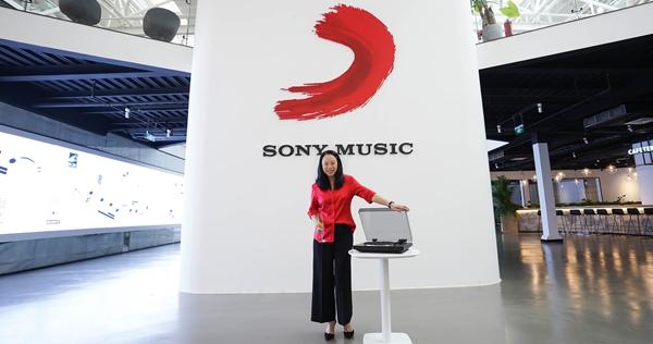 """黄绮珊与索尼音乐迈入""""锡婚"""" 续写良缘携手未来"""